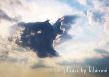 なにかが起きそう…空を彩るアートグラフィ 20200527