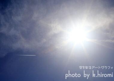 飛行機雲!? ではありません。 空を彩るアートグラフィ